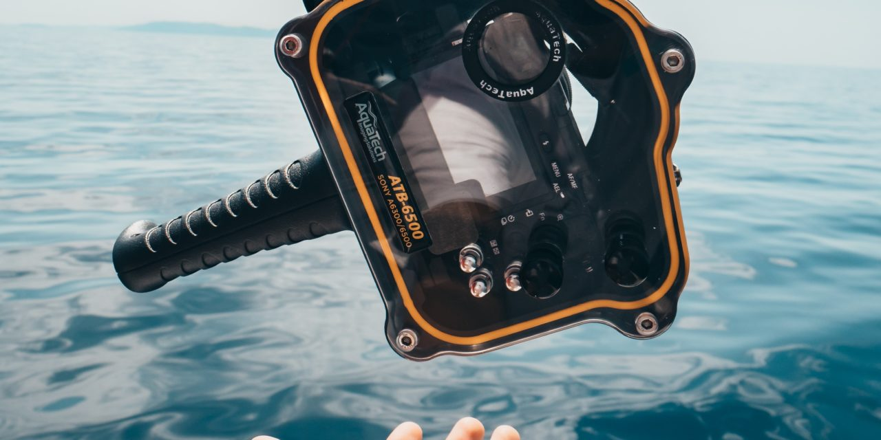 A Guide for Surf Photography in the water (Underwater Tips)